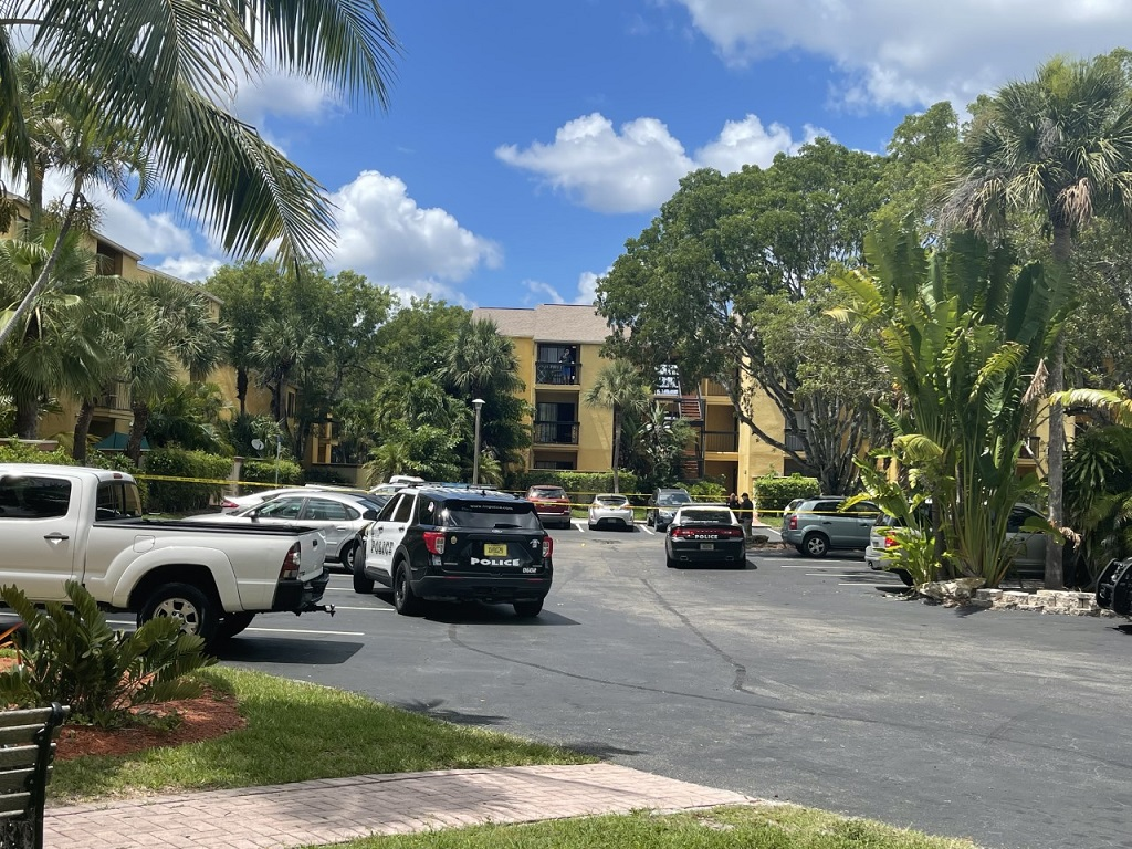 1 person injured in drive-by shoot-out at homes on Winkler Ave in Fort Myers