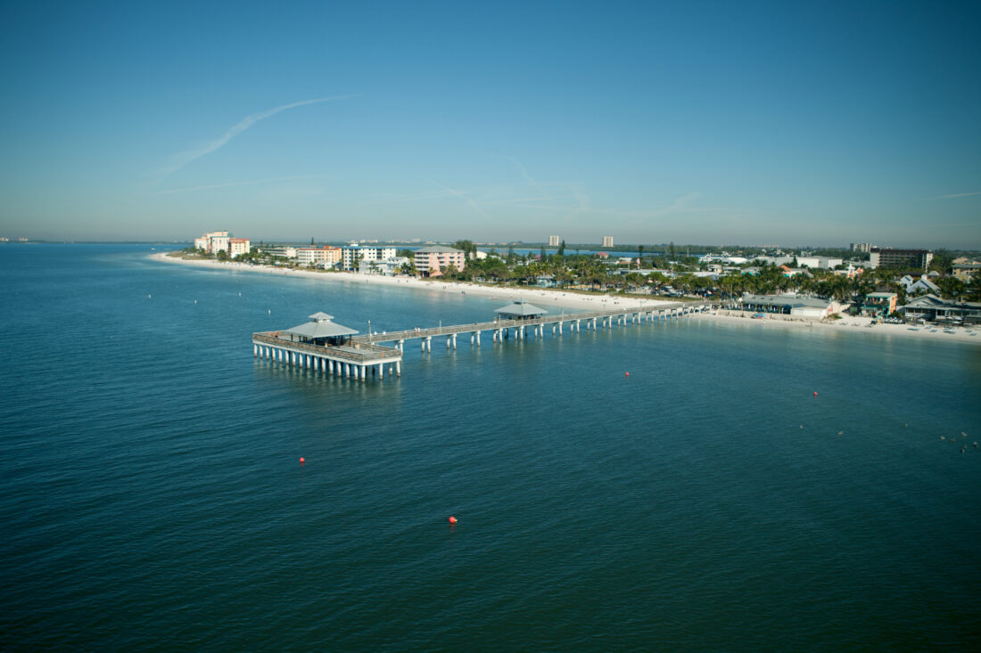 Find Paradise on Fort Myers Beach | The Ultimate Travel and Tourism Guide to Southwest Florida Including Golf, Fishing, Dining, Attractions, Shopping, Fort Myers, Bonita Springs, Sanibel Island, Boca Grande, Punta Gorda, Pine Island, Cape Coral, Fort Myers Beach, Port Charlotte, Capti